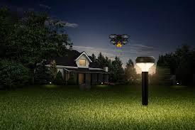 Автономні дрони, які охоронятимуть ваш будинок